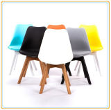 屋外のLeisure Chairs (Black PU CoverおよびOriginal Wooden Legs)