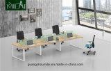 鋼鉄フィートが付いているまっすぐな設計事務所の机