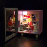 Белая деревянная игрушка комнаты изучения куклы с телескопом