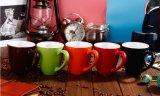 Tasse en gros de cuvette de café du grès 11oz de modèle de points de polka avec la cuillère