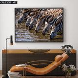 Impression de toile d'un troupeau de l'eau de Driking de zèbres