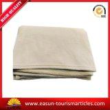 中国の柔らかく安い航空会社のクイーンサイズのフランネルの羊毛毛布