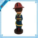 O Figurine de Bobblehead da resina Bobble o costume principal Bobblehead do bombeiro