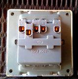 Interruptor de la norma británica Mosaico Cuatro cuadrilla de la pared