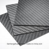 Placa da fibra do carbono com superfície lustrosa