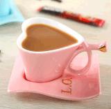 Caneca de café cerâmica feita sob encomenda da forma do coração do ODM para a HOME