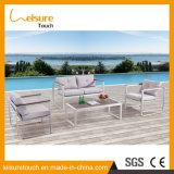 正方形の机が付いているテラスの庭表の一定の粉の上塗を施してあるアルミニウム屋外の家具