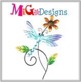 Яркий покрашенный Hummingbird с коль металла цветка - садом