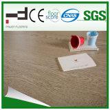 plancher brun clair de stratifié de surface de foulage de la CE de 8mm