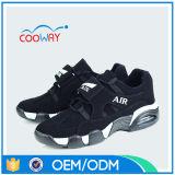 La qualité chausse les chaussures respirables de maille d'été neuf