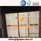 Papier enduit du poids léger C2s de qualité en emballage de feuille
