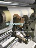 機械を作るフルオートマチックの浮彫りにされた顔のチィッシュペーパー