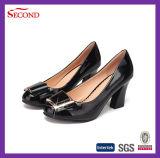 Черные сандалии женщин пряжки PU патента