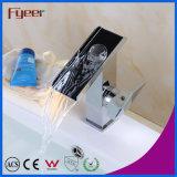 Fyeerの熱い販売の固体真鍮の滝の洗面器のミキサーのコック