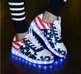 USB Rechargeが付いている2016新しいFashionおよびHot Sale LED Shoes