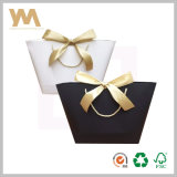 Bolso de empaquetado del regalo negro de la maneta con la cinta
