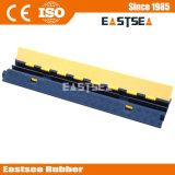 2 Beschermer van de Kabel van het Verkeer van het Jasje van kanalen de Gele Rubber