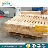 Paleta de madera del larguero que hace muescas en haciendo la máquina