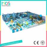 BinnenSpeelplaats van het Centrum van de Recreatie van het Thema van de Sneeuw van het ijs de Reusachtige (HS17601)