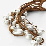 方法宝石類が付いているハンドメイドの革長いネックレスの白い淡水の真珠