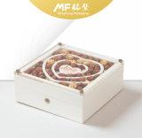 自然で優雅で装飾的なクラムシェルの木の宝石類のギフトの箱