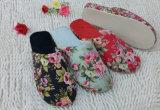 印刷の花が付いている女性冬の屋内ニースの柔らかくきれいなスリッパ