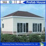 A casa de aço modular Prefab com telhado do pavilhão integrou pelos painéis de aço de construção de aço e de sanduíche da cor