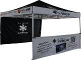 屋外のカスタマイズされた10X10FTのおおいのテントの折りたたみによってはテント展覧会のテントが現れる