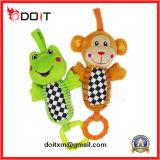Le ferraillement d'amusement de grenouille de peluche retentit le jouet de poussette de jouets de bébé