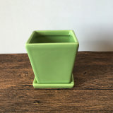 Hecho a mano del color verde de la maceta de cerámica