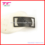 Escritura de la etiqueta negra del metal para los accesorios de la ropa