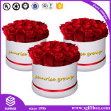 상자의 둘레에 로즈 꽃 서류상 포장