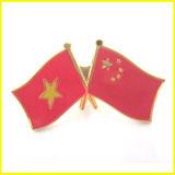 Goldüberzogene und weiche emaillierte China-und Georgia-Markierungsfahnen-Stifte