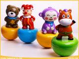 Il circo felice dei giocattoli divertenti gioca il pagliaccio della chiavetta per il bambino