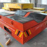 Con pilas morir el coche eléctrico del transporte en el suelo del cemento para la planta siderúrgica