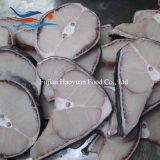 皮が付いている工場によってフリーズされるヨシキリザメのステーキ