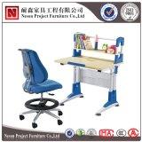 調節可能な表(NS-XY041B)を引く熱い販売の現代デザイン子供の机および椅子
