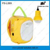 Lanterna solar de acampamento com o bulbo de suspensão para a utilização ao ar livre interna