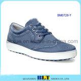 Golf-Schuhe in den ledernen Schuhen