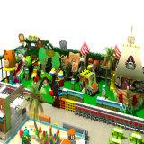 Patio de interior del parque de atracciones de los niños de la fuente