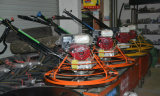 Straßenbau-Aufbau bearbeitet EnergieTrowel, konkreten Raffineur