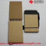 Cuaderno espiral del uso de la cubierta dura diaria de Brown con la pluma