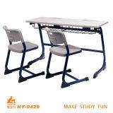 Secretária de madeira de mobiliário escolar para dois estudantes