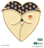 Distintivo su ordinazione di figura del cuore del metallo con smalto molle per la promozione