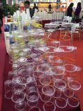 透明なプラスチックの使い捨てコップ