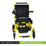 Sitzenergien-Rollstuhl mit Becherhalter anheben
