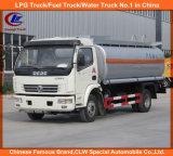 Petróleo que reenche o caminhão com o caminhão do distribuidor do combustível 6000liters