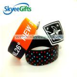 Nuovo braccialetto del silicone di modo con la zampa