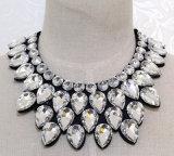 De met de hand gemaakte Juwelen van de Halsband van de Tegenhanger van de Legering van het Kostuum van de Manier van het Kristal van de Parel (JE0001)