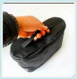 De zwarte Kleur draagt een Handtas met een Zware Zak